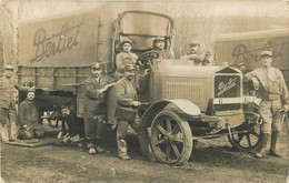 CARTE PHOTO 1916 SOLDATS ET CAMION BERLIET EN GROS PLAN - Guerre 1914-18