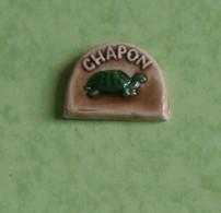 Fève Prime 1992 Personnalisée Pour CHAPON / Tortue Verte Sur Fond Marron / Céramique - Olds