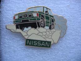 Pin's D'une Nissan Pathfinder - Altri