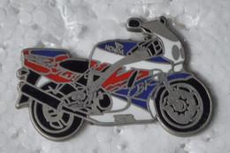"Pin's ""MOTO HONDA"" - Double Attaches - Moto"