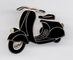 "Pin's Démons Et Merveilles ""SCOOTER VESPA"" - Motorfietsen"