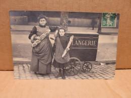 BOULANGERIE Carte Photo Boulangère Et Son Triporteur Superbe Plan PARIS - Artisanat