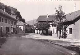 CPSM.  15 X 10,5  -  GRESY-sur-AIX  -  Le  Bourg, La Salle Des Fêtes - Gresy Sur Aix