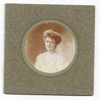 Photographie C D V Paris Portrait De Jeune Femme  En Médaillon Photo Nadar Signé - Old (before 1900)