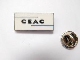 Beau Pin's Pins En Zamac , Aviation Avion ?? CEAC , Conférence Européenne De L'Aviation Civile ?? Signé Arcarea - Aerei