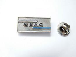 Beau Pin's Pins En Relief , Aviation Avion ?? CEAC , Conférence Européenne De L'Aviation Civile ?? Signé Arcarea - Aerei
