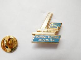 Beau Pin's Pins En Zamac, Marine Bateau Voilier , OTIP , Assurances Ontario Teachers Insurance Plan , Victoria Australie - Barche