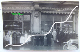 Cpa Photo ARRAS 62 Le Personnel De L' HOTEL De STRASBOURG Devant La Façade Restaurant Café Buvette Desplanques Vasseur - Arras