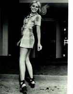 Miss Teenager Con Ambiciones  Bilddienst Impresiones De Alemania, Hamburgo  +- 16*12cm   Foto Prensa - Unclassified