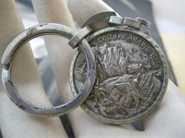 Ancien Porte Clefs Vintage Keychain Keyring PC - Métal Col Des Aravis La Clusaz La Giettaz Savoie - Llaveros