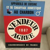 RARE   Plaque En Plastique Dur Vendeur Agréé  1967   Charbonnages De France  30 Cm  X 38 Cm  X 2 Mm - Otros