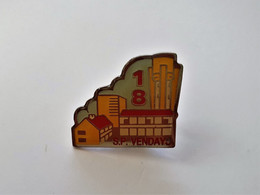 PINS  18 SAPEURS POMPIERS VENDAYS MONTALIVET GIRONDE   / 33NAT - Pompieri