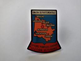 PINS UNION DEPARTEMENTALE SAPEURS POMPIERS GIRONDE SECTION VETERENCE /  Signé La Boite à Pins / 33NAT - Pompieri