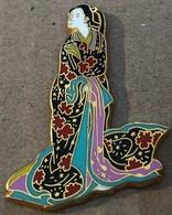 FEMME JAPONAISE - EGF - ARTHUS BERTRAND PARIS FRANCE - JAPON - JAPAN - JAPANESE WOMAN - KIMONO -JAPANISCHE FRAU (JAUNE) - Personaggi Celebri