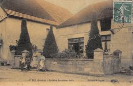 CPA 25 BYANS RECETTE BURALISTE CAFE (cpa Toilée - Otros Municipios