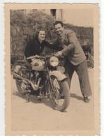 COPPIA SU MOTO MOTORCYCLE NON IDENTIFICATA - FOTO ORIGINALE - Otros