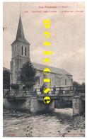 65  Izaourt  Groupe De Personnes Sur Le Pont Et L'Eglise - Autres Communes