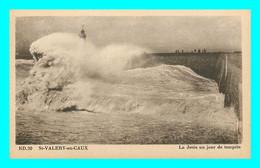 A848 / 419 76 - SAINT VALERY EN CAUX La Jetée Un Jour De Tempete - Saint Valery En Caux