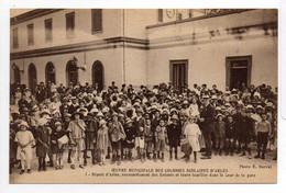 - CPA ARLES (13) - OEUVRE MUNICIPALE DES COLONIES SCOLAIRES - Rassemblement Des Enfants Dans La Cour De La Gare - - Arles