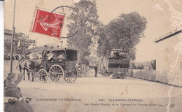 63-CLERMONT FERRAND LES QUATRE ROUTES ET LE TRAMWAY TACHES A DROITE VOIR SCAN - Clermont Ferrand
