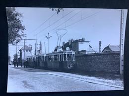Photographie Originale De J.BAZIN Numérotée : Tramways De DIJON : Station OUGES  En  1955 - Treinen