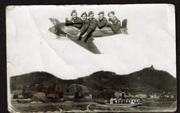 Photo Originale 14 X 9 Cm - Surréalisme - Militaires / Soldats Dans Un Avion Au Dessus De .. Voir Scan - Aviazione