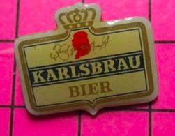 621 Pin's Pins / Beau Et Rare / THEME : BIERES / ETIQUETTE DE BIERE KARLSBRAU - Birra