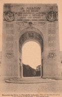 Garches 92 (4823) Mémorial Des Héros De L'Ecadrille Lafayette. Parc De Garches - L'Arc Centrale Du Monument - Garches