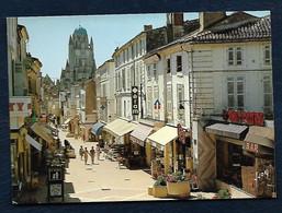 17100 - Saintes (Charente-Maritime) - Rue Piétonne Et Au Fond, La Cathédrale St-Pierre - Saintes