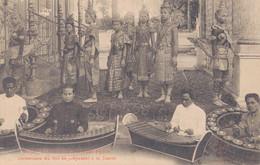CAMBODGE - PHNOM PENH / DANSEUSES DU ROI SE PREPARANT A LA DANSE - Cambodja