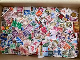 D148- MONDE Lot D'environ 20.000 Timbres (ou Plus) Toutes époques, Non Triés, Très Variés - 6 Photos - Mezclas (min 1000 Sellos)