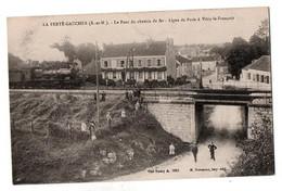 FONTAINEBLEAU PONT CHEMIN DE FER PARIS VITRY TRES ANIMEE - Fontainebleau