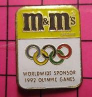 521 Pin's Pins / Beau Et Rare / THEME : JEUX OLYMPIQUES / M&M'S 1992 WORLDWIDE SPONSOR - Giochi Olimpici