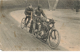 MOTO #23099 MOTOCYCLETTE CYCLISME VELO SPORTS NOS STAYERS CONTENET ENTRAI NE PAR MOREAU - Motos