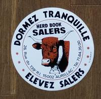 AUTOCOLLANT - DORMEZ TRANQUILLE ELEVEZ SALERS - HERD BOOK SALERS - RUE DU 139e R.I 15002 AURILLAC - CANTAL - VACHE - Pegatinas