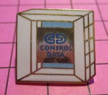 312a Pin's Pins / Beau Et Rare / THEME : INFORMATIQUE / ARCHE DE LA DEFENSE CONTROL DATA - Informatica