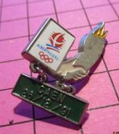 312a Pin's Pins / Beau Et Rare / THEME : JEUX OLYMPIQUES / ALBERTVILLE 1992 PARCOURS DE LA FLAMME ETAPE CAEN - Giochi Olimpici