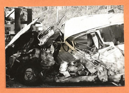 PHOTO ORIGINALE - ACCIDENT DE VOITURE RENAULT 4L - R4 R 4 - CRASH CAR - Coches