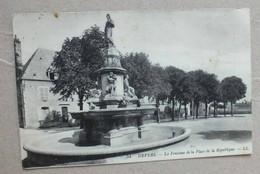 CPA - NEVERS - LA FONTAINE DE LA PLACE DE LA REPUBLIQUE - 54 - Nevers