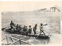 Newspaper Press Photo US Military Attaches Released By Communist China Sungari River Bridge Chinese Civil War 1947 - Guerra, Militares