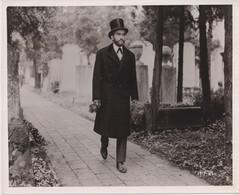 Montgomery Clift Freud Visit His Father's Grave FREUD THE SECRET PASSION 1962 +-25.5*20.5cm JOHN HUSTON DIRECTOR CINEMA - Famous People
