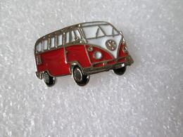 PIN'S    VOLKSWAGEN  COMBI  T 1  Rouge   Email A Froid - Volkswagen