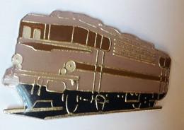 QQ63 Pin's SNCF TGV Train Micheline Brune Et Noire - TGV