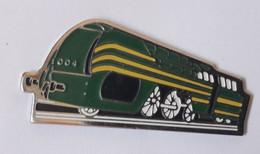 QQ68 Pin's SNCF TGV Train Micheline  Noire Vert Jaune - TGV