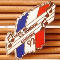 Joli Pin's Fête De La Musique Contrex 92 (Argenté), Arthus Bertrand, TBQ, Pins Pin. - Arthus Bertrand