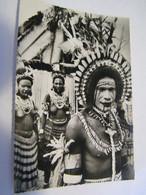 CPA - Grand Format - Océanie - Nouvelle Guinée Papouasie - Danseuses  Seins Nus- & Danseur Peints  1930 -  SUP  (FE 13) - Papua Nuova Guinea