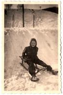 Photo Originale Hiver & Neige Pour Enfant Souriant Sur Une Luge & Piste Périlleuse Vers 1950 - Objects