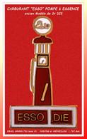 """SUPER PIN'S CARBURANT : ANCIENNE """"POMPE à ESSENCE"""" DEMONS Et MERVEILLES Base Or  1,7X2,8cm - Carburants"""