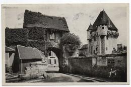 CPA   58      NEVERS        1947    PORTE DE CROUX ET SON AVANT PORTE - Nevers