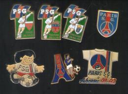 . PIN'S .  FOOTBALL . VOETBAL . PSG . LOT DE SEPT . PARIS SAINT GERMAIN .  La Tour Eiffel , Signé Decat - Football